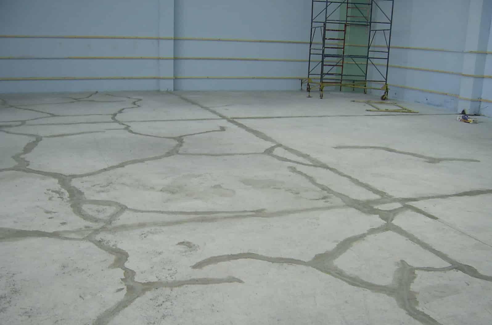 трещины на полу гаража