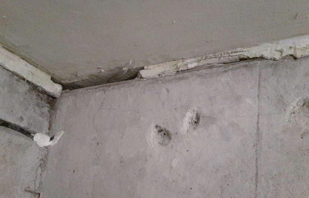 Стык между стеной и потолком