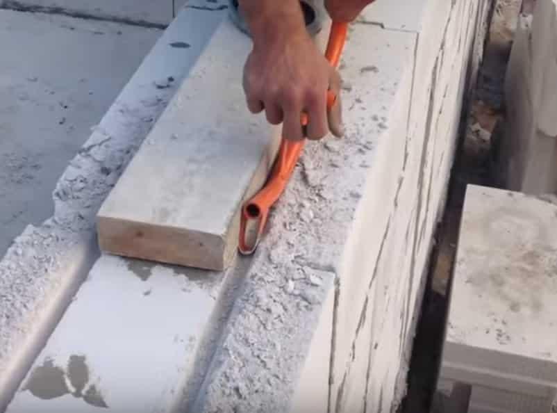Штробление газобетона