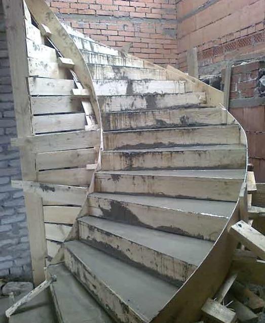 заливка лестницы по месту