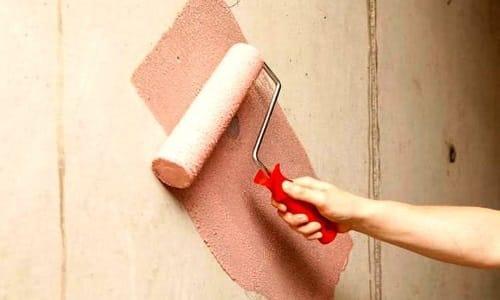 Прежде чем наносить грунтовку необходимо тщательно очистить поверхность