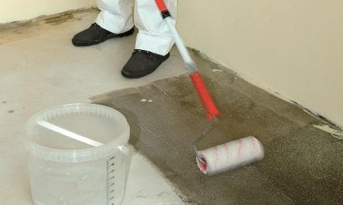 Грунтовка быстро сохнет и укрепляет бетон