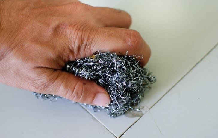 Очистка плитки от цемента