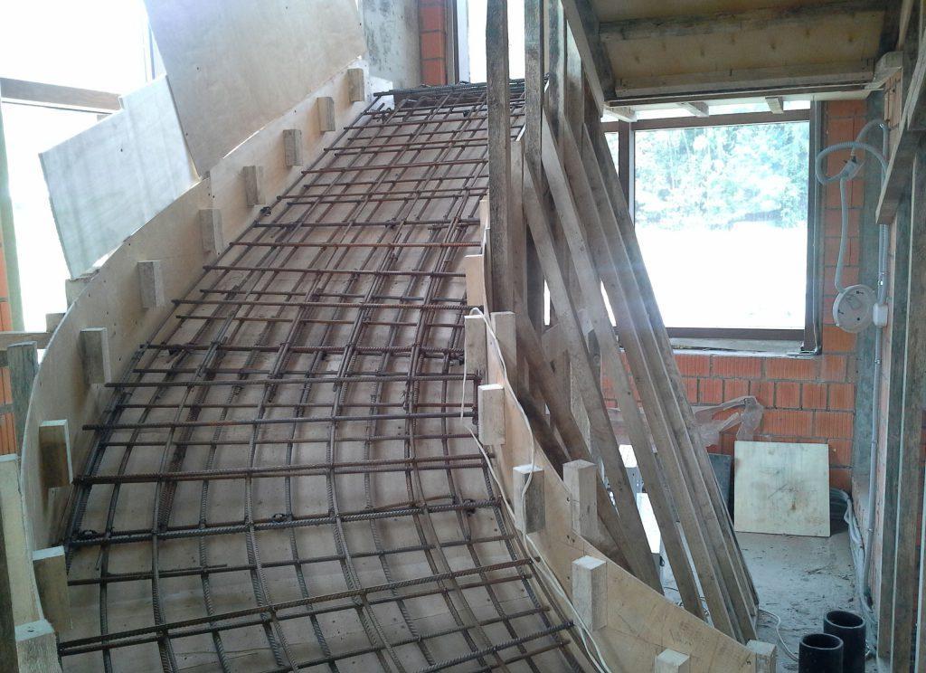 армирование основания лестницы