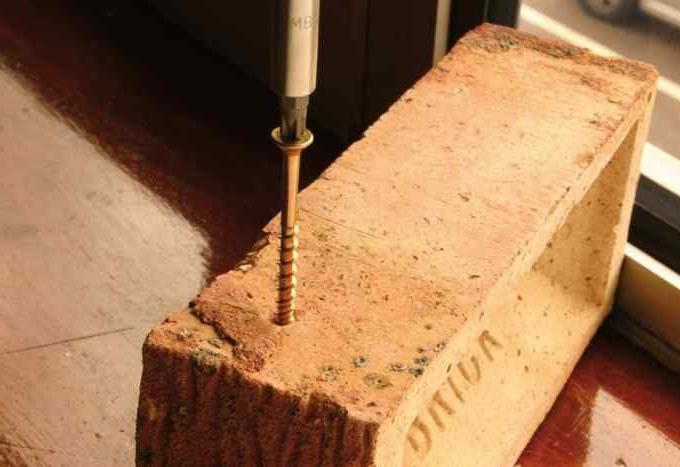 как вкрутить в бетон шуруп