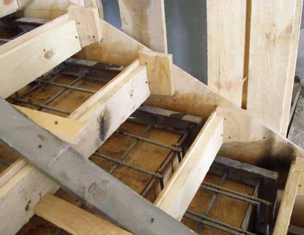 опалубка для железобетонной лестницы