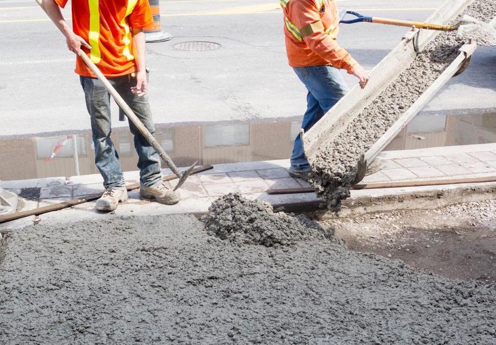 укладка бетонной смеси на старый бетон