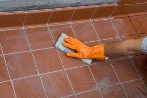 Удаление следов цемента с плитки после затирки