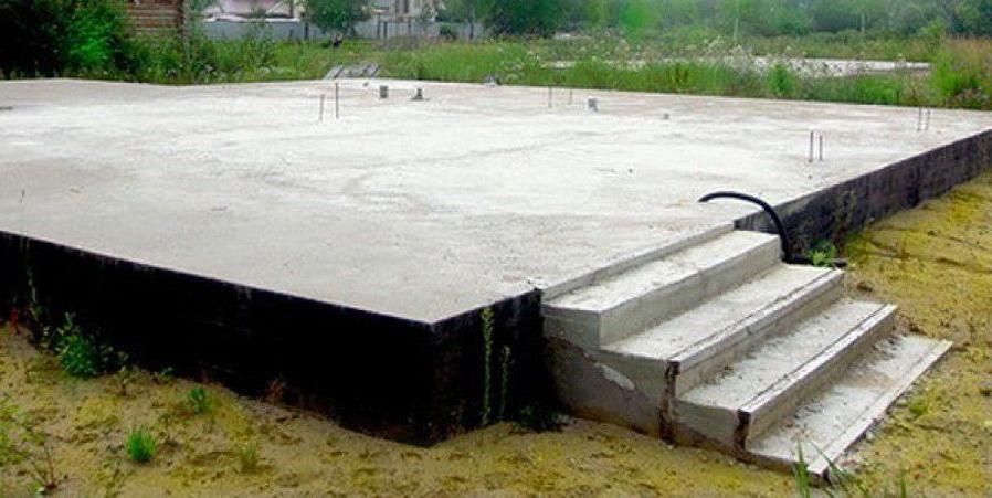 готовый фундамент в виде монолитной плиты