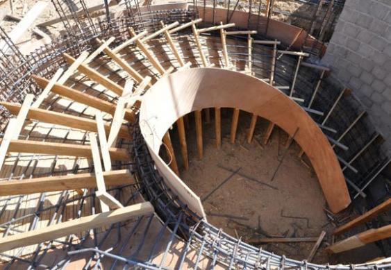 опалубка для винтовой бетонной лестницы