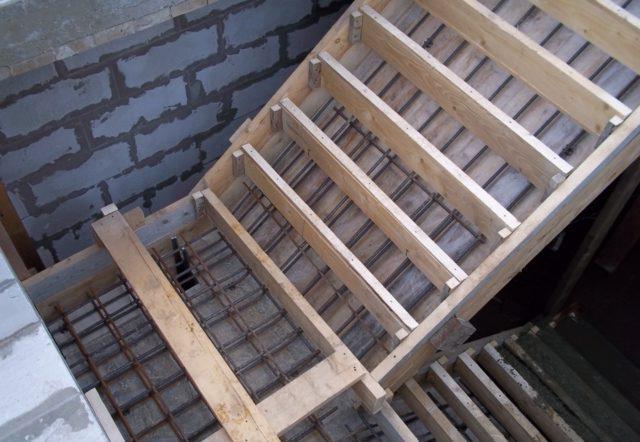 правильное армирование лестницы