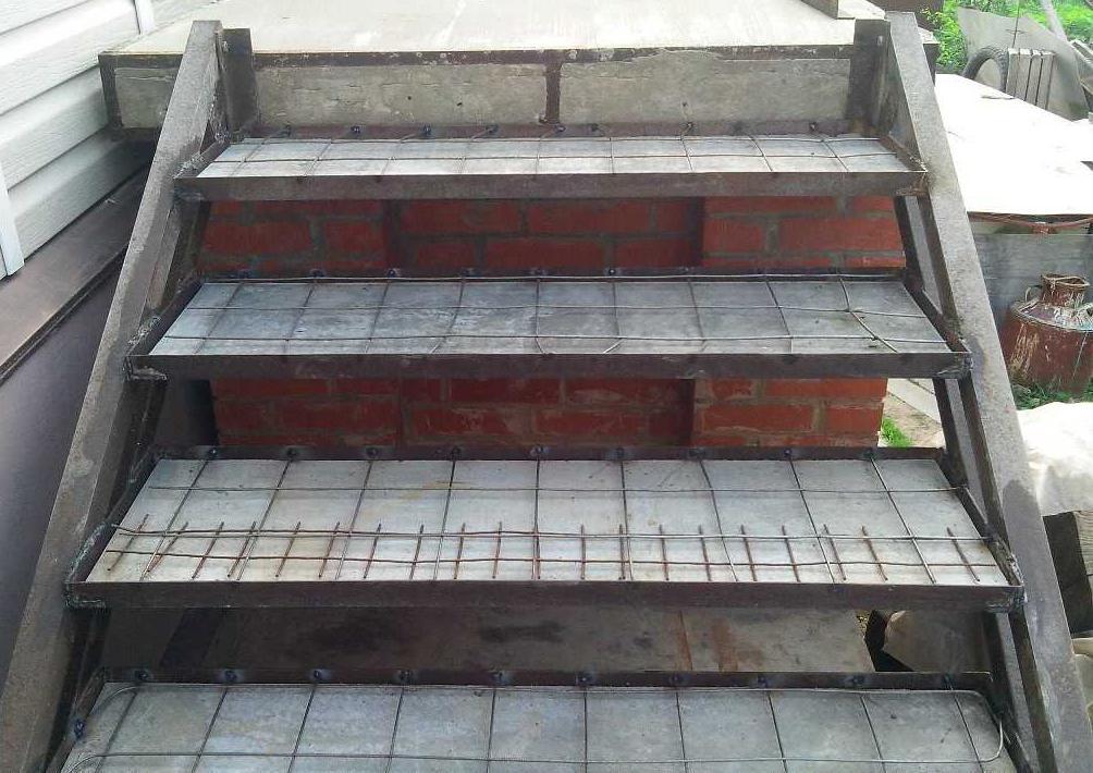 бетонные ступени на металлический каркас