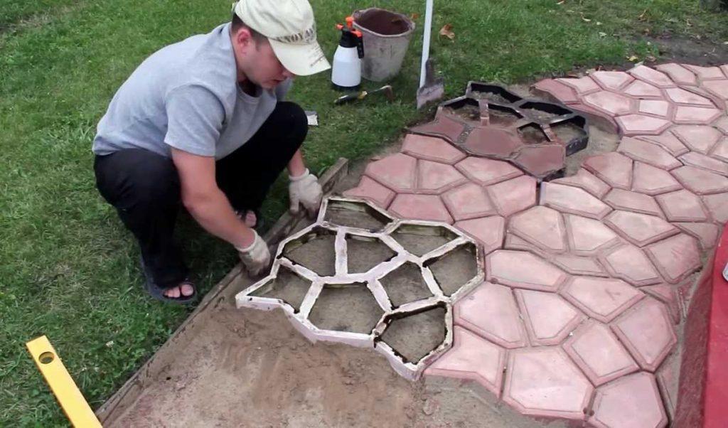 как сделать тротуарную плитку на даче своими руками
