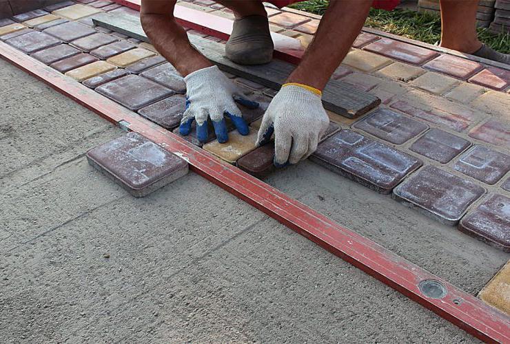 на что укладывать тротуарную плитку