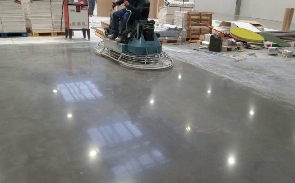 обработки бетонного пола с топпингом