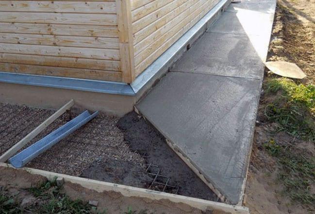 Отмостка из цементного раствора f бетон