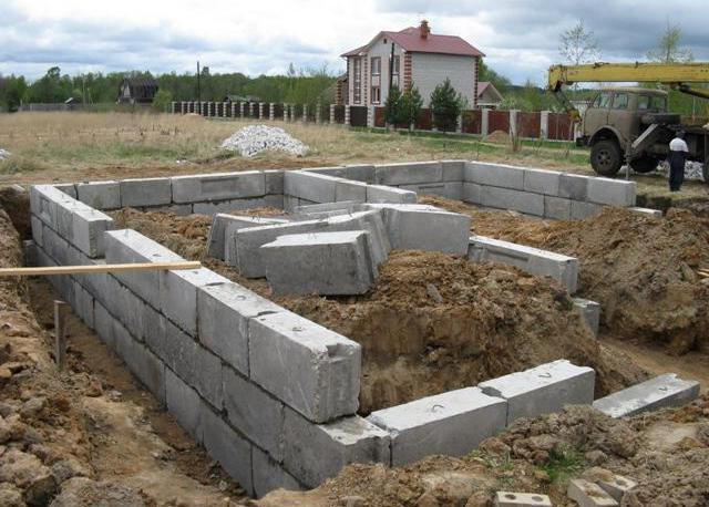 сборка фундамента из блоков своими руками