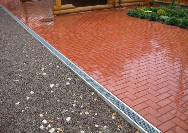 укладка тротуарной плитки с ливневкой вместо бордюра