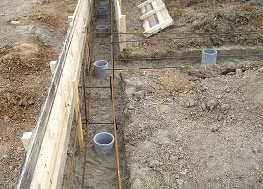 заливка бетона в асбестоцементную трубу для фундамента