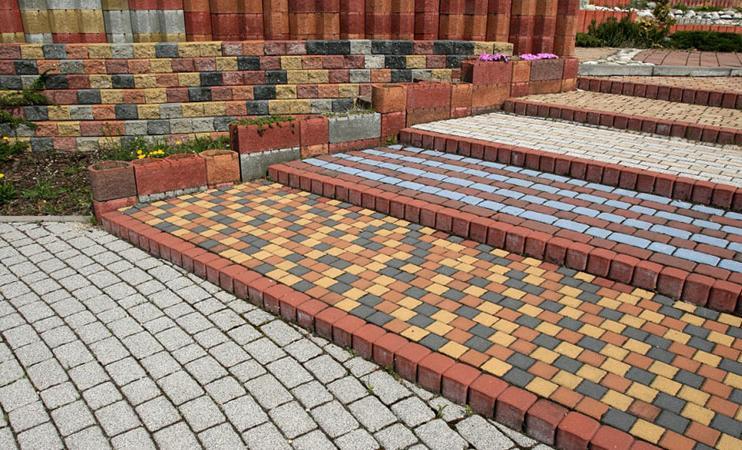 аккуратно выложенная тротуарная плитки