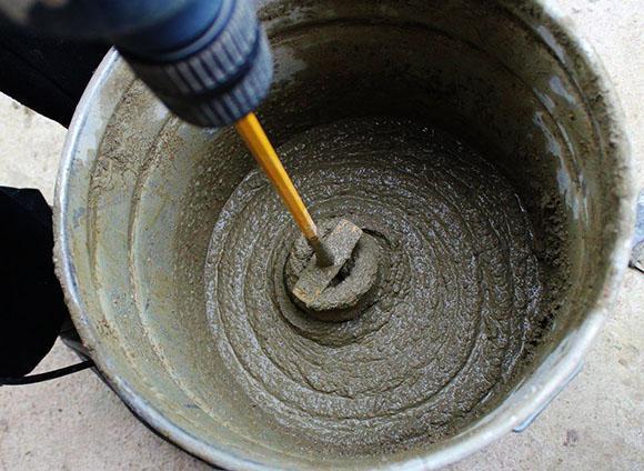 что добавить в бетон для ускорения твердения