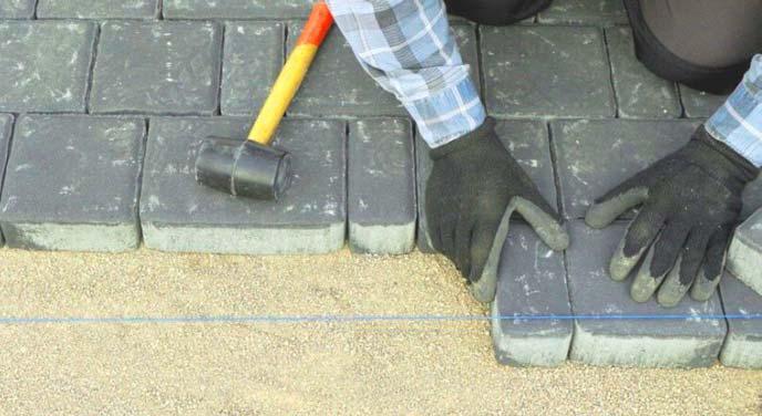 как класть тротуарную плитку своими руками