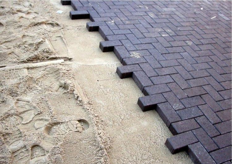 как лучше класть тротуарную плитку на песок
