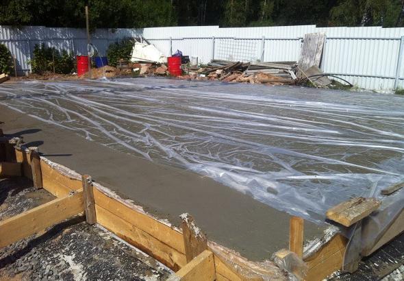 как ухаживать за бетоном летом и зимой