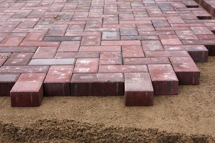 преимущества укладки тротуарной плитки на песок