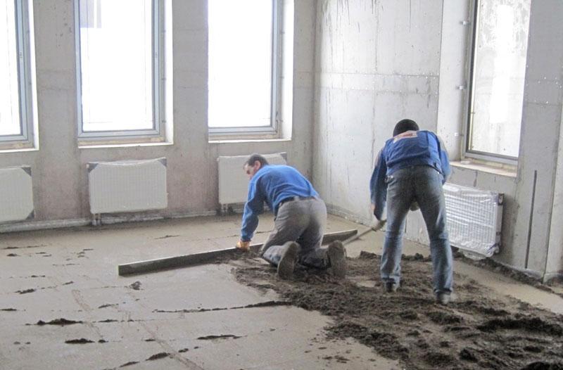 выполнение цементно-песчаной стяжки пола