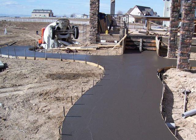 заливка дороги из бетона