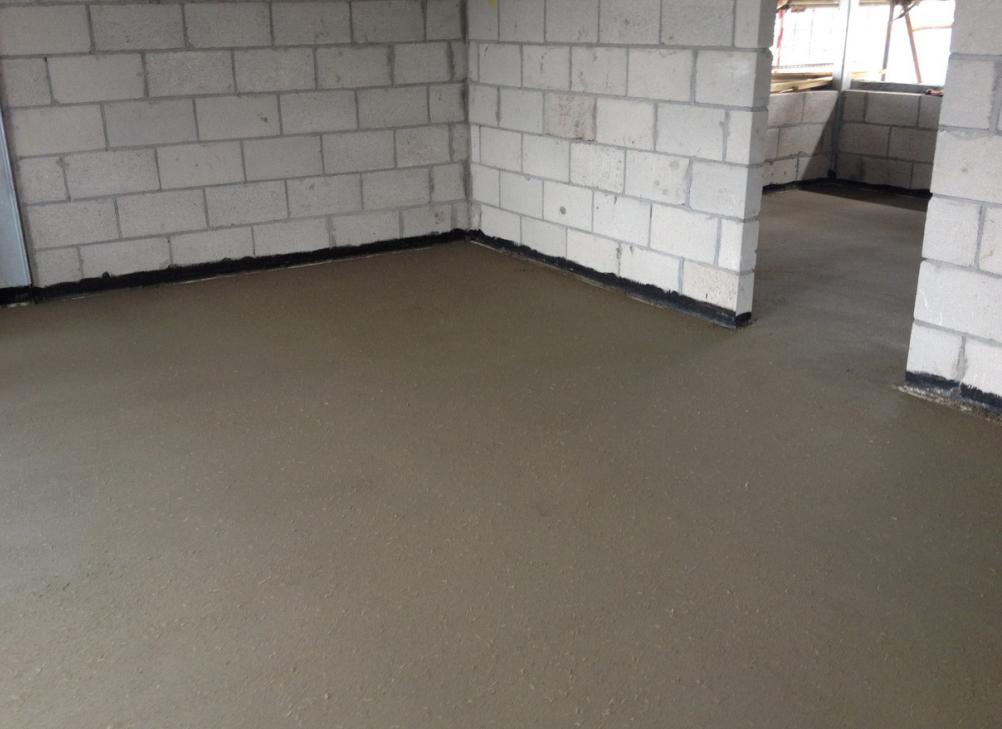 заливка цементно-песчаной стяжки пола
