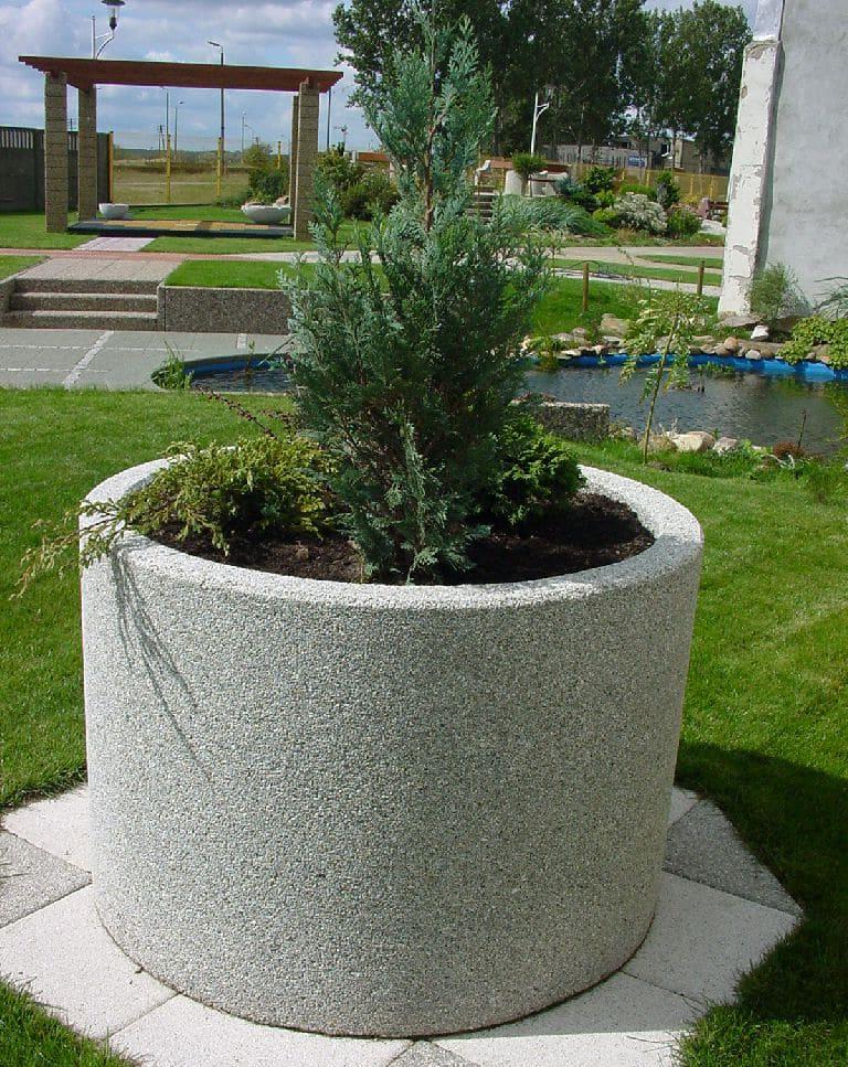 бетонный вазон круглой формы
