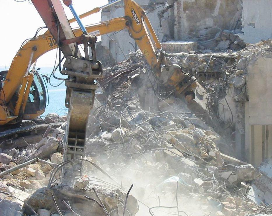 демонтаж бетона с использованием спецтехники