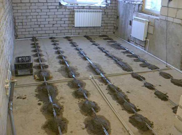 как правильно заливать бетонный пол