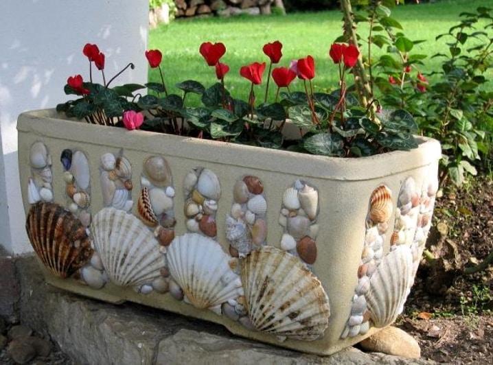 оригинальный декор бетонного вазона