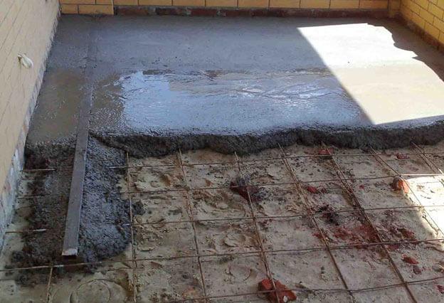 заливка бетонного пола на песчаную подушку