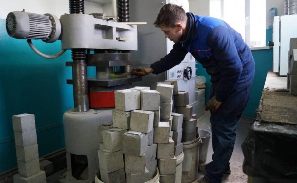 испытания бетона в лабораторных условиях