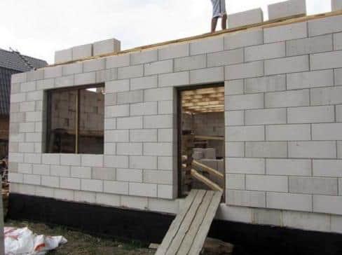 из какого газоблока лучше строить дом