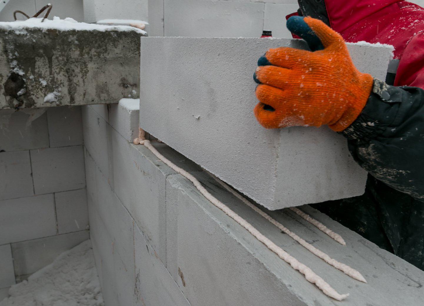как выложить стену из газобетона