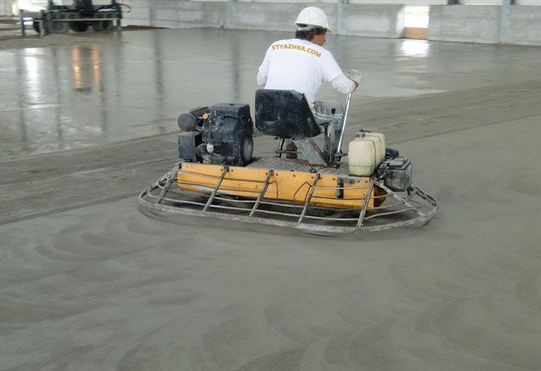 обработка бетонных полов топпингом