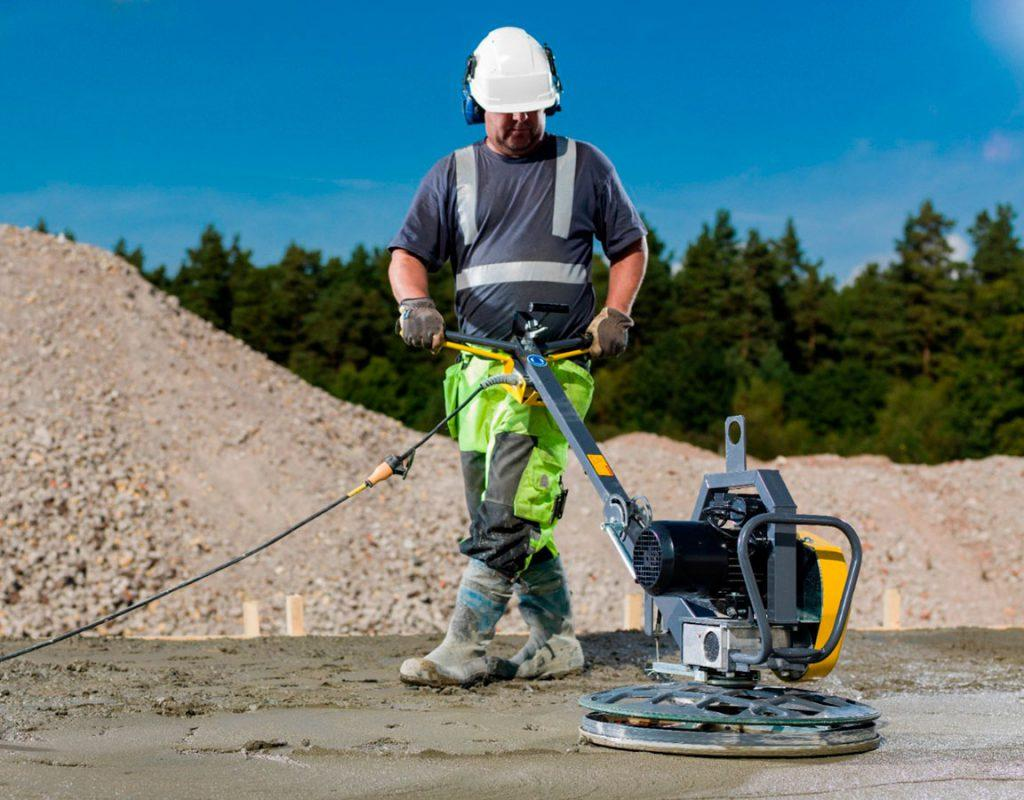 работа с затирочной машиной по бетону
