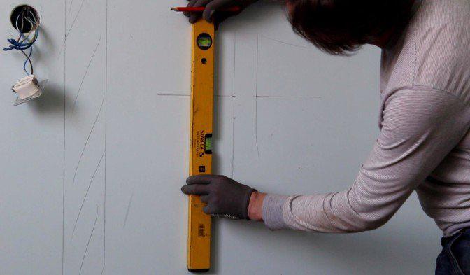 разметка бетонной стены под штробление