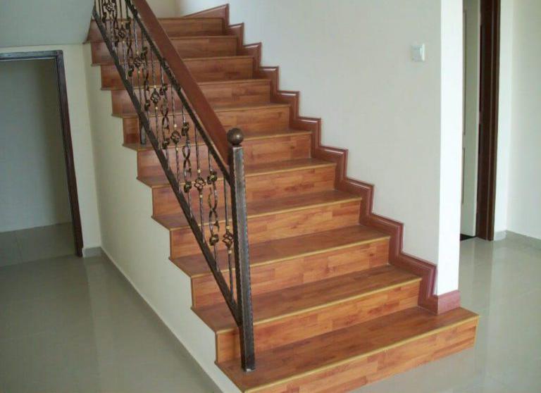 как отделать бетонную лестницу доской паркета
