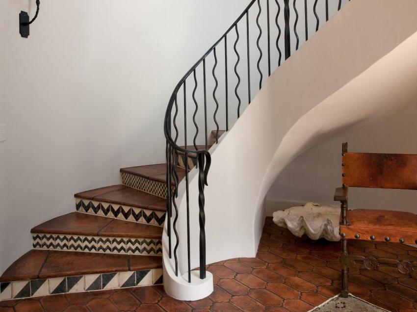 красивая отделка лестницы из бетона