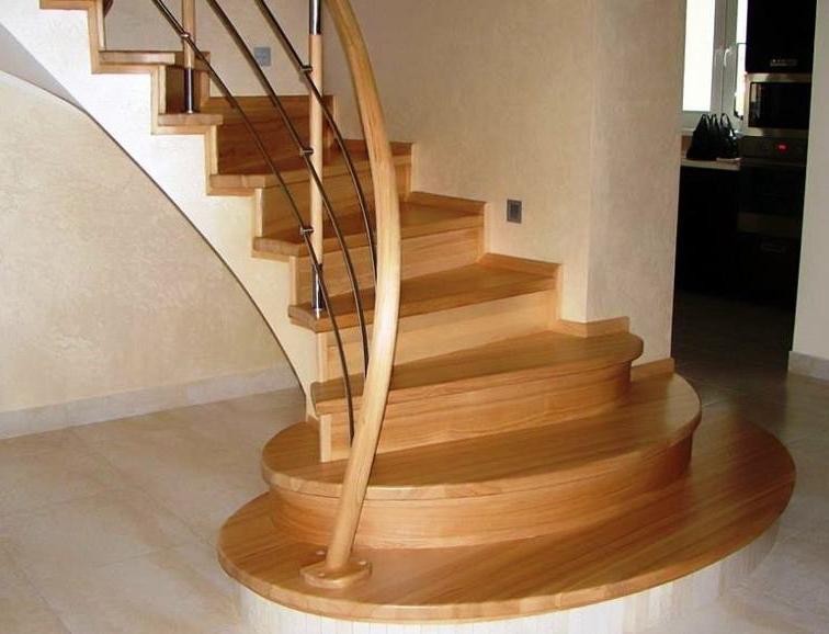 оригинальная отделка деревом бетонной лестницы