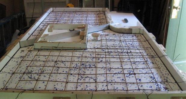 заливка бетона в опалубку для столешницы