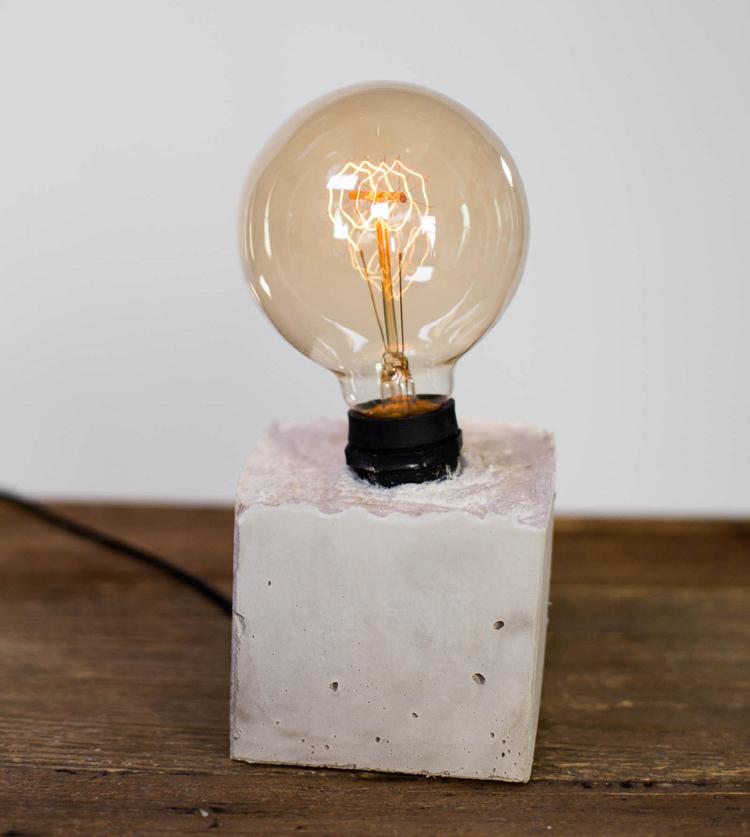 бетонный светильник из куба