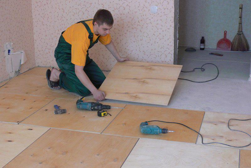 как правильно укладывать фанеру на бетонный пол
