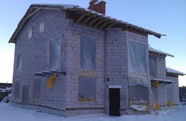 неоштукатуренный дом из газобетона